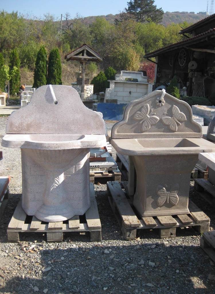 Тук ще намерите облицовъчен и декоративен естествен камък. Барбекюта, градински пейки, чешми, мивки, фонтани. Циментови фигури, старинни предмети. Лепила за камък.